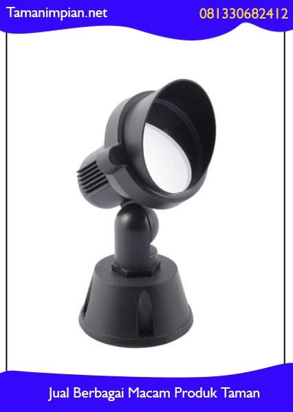 Cara pasang lampu sorot taman
